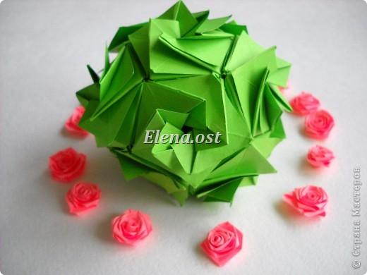 Кусудама Enrica. 60 модулей. Собираем 12 цветов-звездочек на клей по пять модулей. При квадрате 5Х5 см размер кусудамы 8 см, при 7Х7 см - 12 см. Бумагу лучше брать офисную для принтера или специальную для оригами. При копировании статьи, целиком или частично, пожалуйста, указывайте активную ссылку на источник! http://stranamasterov.ru/node/157778 http://stranamasterov.ru/user/9321  фото 49