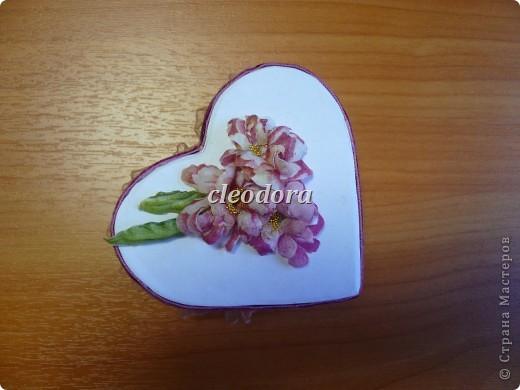 Шкатулка, декорированная цветами, выполненными из салфетки в технике Sospeso Trasparente фото 1