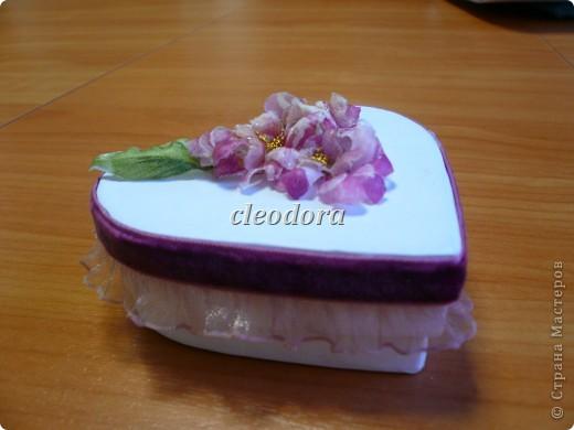 Шкатулка, декорированная цветами, выполненными из салфетки в технике Sospeso Trasparente фото 2