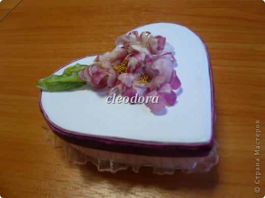 Шкатулка, декорированная цветами, выполненными из салфетки в технике Sospeso Trasparente фото 3