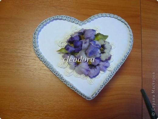 Шкатулка, декорированная цветами, выполненными из салфетки в технике Sospeso Trasparente фото 4