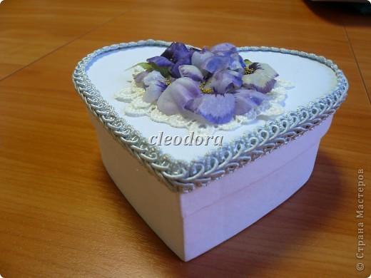 Шкатулка, декорированная цветами, выполненными из салфетки в технике Sospeso Trasparente фото 5