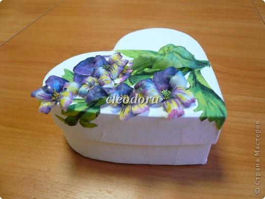 Шкатулка, декорированная цветами, выполненными из салфетки в технике Sospeso Trasparente фото 6