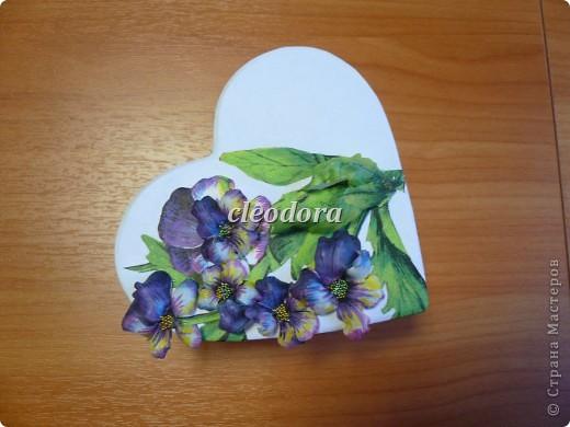 Шкатулка, декорированная цветами, выполненными из салфетки в технике Sospeso Trasparente фото 7
