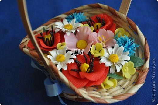 Ну наконец-то собрались мои полевые цветочки в одну корзину. Иногда не могу сразу увидеть какой должна быть в итоге композиция - приходится ждать вдохновения) На этот раз -оно пришлось на 8 марта) фото 2