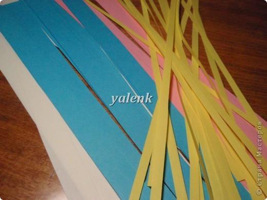 Нарезаем полосочки. Для цветочка 1,5 см, для срединки 0,5 см фото 1