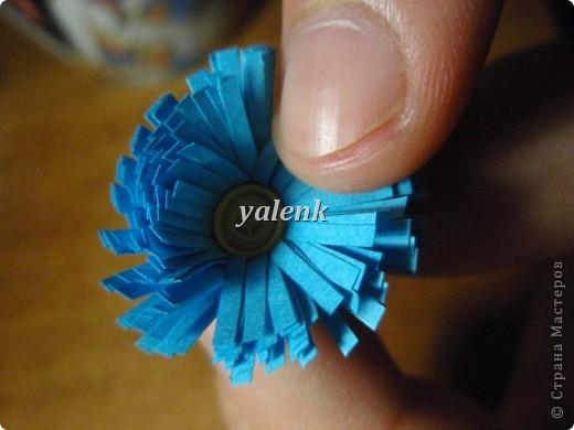 Нарезаем полосочки. Для цветочка 1,5 см, для срединки 0,5 см фото 7
