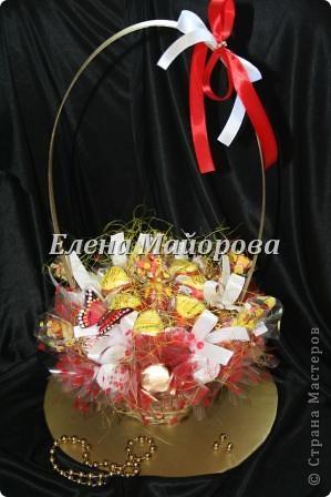 Букеты из конфет к 8 марта фото 2