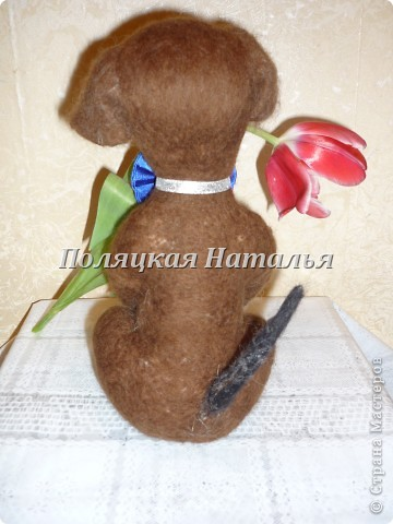 Сделан из шерсти, способом сухого валяния, размером с живую кошку. фото 2