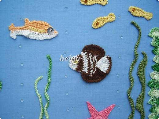 """Все детали связаны крючком из """"Ириса""""(кроме маленьких рыбок-они из мулине), приклеены к фону(ткань) клеем СУПЕР ПВА. фото 9"""