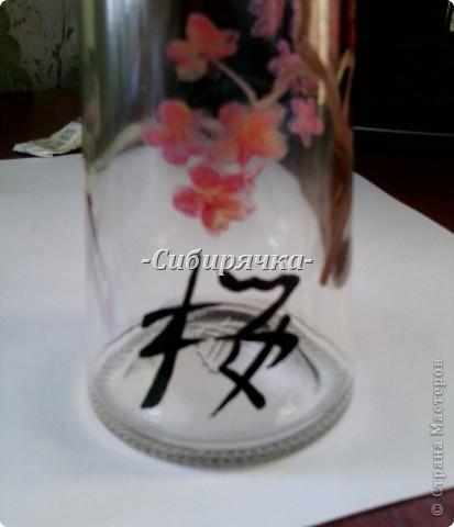 Доброго времени суток, Мастера и Мастерицы! Предлагаю Вам свой мастер-класс по росписи стеклянной бутылки. Роспись в японском стиле. Прошу прощения за качество фотографий, все они сделаны на телефон. фото 16