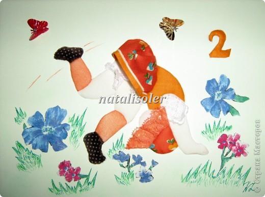 """""""К """"полету готова!""""Эта малышка, кувыркающаяся на весеннем лугу, сделана  в технике инкрустации ткани по картон-муссу. Фон -наклеенная цветная бумага, цветы вырезаны из ткани, травка прорисована фломастерами. фото 2"""