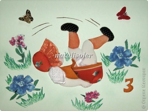 """""""К """"полету готова!""""Эта малышка, кувыркающаяся на весеннем лугу, сделана  в технике инкрустации ткани по картон-муссу. Фон -наклеенная цветная бумага, цветы вырезаны из ткани, травка прорисована фломастерами. фото 3"""