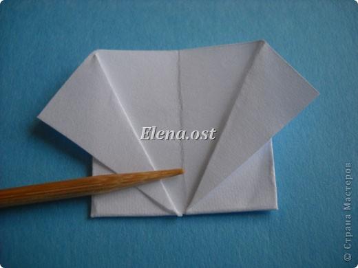 Открытка с элементами оригами и квиллинга. Размер открытки 13х13 см. Материалы: картон, бумага офисная, металлизированная лента, бусины. При копировании статьи, целиком или частично, пожалуйста, указывайте активную ссылку на источник! http://stranamasterov.ru/user/9321 http://stranamasterov.ru/node/169306 фото 11