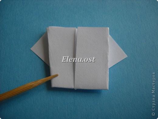 Открытка с элементами оригами и квиллинга. Размер открытки 13х13 см. Материалы: картон, бумага офисная, металлизированная лента, бусины. При копировании статьи, целиком или частично, пожалуйста, указывайте активную ссылку на источник! http://stranamasterov.ru/user/9321 http://stranamasterov.ru/node/169306 фото 12