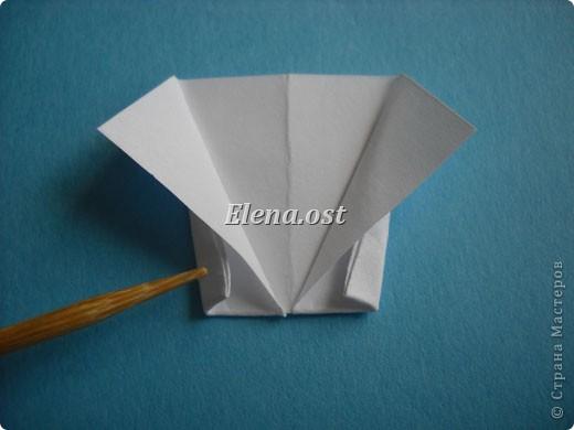 Открытка с элементами оригами и квиллинга. Размер открытки 13х13 см. Материалы: картон, бумага офисная, металлизированная лента, бусины. При копировании статьи, целиком или частично, пожалуйста, указывайте активную ссылку на источник! http://stranamasterov.ru/user/9321 http://stranamasterov.ru/node/169306 фото 14