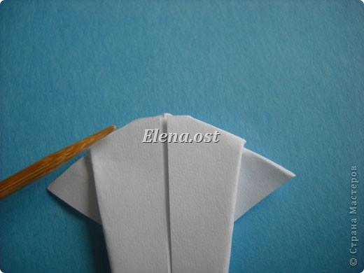 Открытка с элементами оригами и квиллинга. Размер открытки 13х13 см. Материалы: картон, бумага офисная, металлизированная лента, бусины. При копировании статьи, целиком или частично, пожалуйста, указывайте активную ссылку на источник! http://stranamasterov.ru/user/9321 http://stranamasterov.ru/node/169306 фото 15