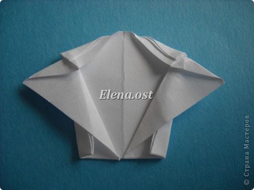 Открытка с элементами оригами и квиллинга. Размер открытки 13х13 см. Материалы: картон, бумага офисная, металлизированная лента, бусины. При копировании статьи, целиком или частично, пожалуйста, указывайте активную ссылку на источник! http://stranamasterov.ru/user/9321 http://stranamasterov.ru/node/169306 фото 16