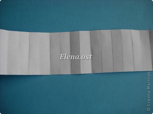 Открытка с элементами оригами и квиллинга. Размер открытки 13х13 см. Материалы: картон, бумага офисная, металлизированная лента, бусины. При копировании статьи, целиком или частично, пожалуйста, указывайте активную ссылку на источник! http://stranamasterov.ru/user/9321 http://stranamasterov.ru/node/169306 фото 20