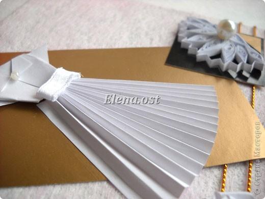 Открытка с элементами оригами и квиллинга. Размер открытки 13х13 см. Материалы: картон, бумага офисная, металлизированная лента, бусины. При копировании статьи, целиком или частично, пожалуйста, указывайте активную ссылку на источник! http://stranamasterov.ru/user/9321 http://stranamasterov.ru/node/169306 фото 4
