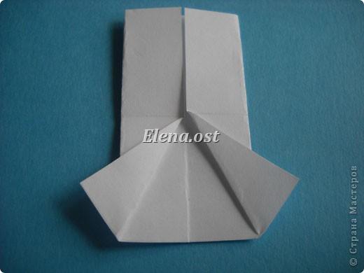Открытка с элементами оригами и квиллинга. Размер открытки 13х13 см. Материалы: картон, бумага офисная, металлизированная лента, бусины. При копировании статьи, целиком или частично, пожалуйста, указывайте активную ссылку на источник! http://stranamasterov.ru/user/9321 http://stranamasterov.ru/node/169306 фото 9