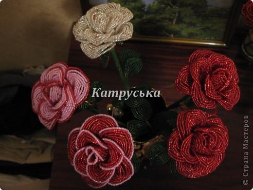 ТАкие бисерные розы делала около 3 лет назад нашла фото думаю покажу. фото 1