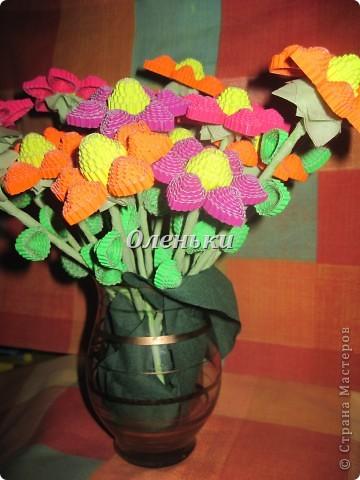 Из гофрокартона накрутили цветы фото 5