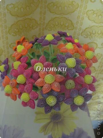 Из гофрокартона накрутили цветы фото 6