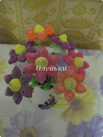 Из гофрокартона накрутили цветы фото 8