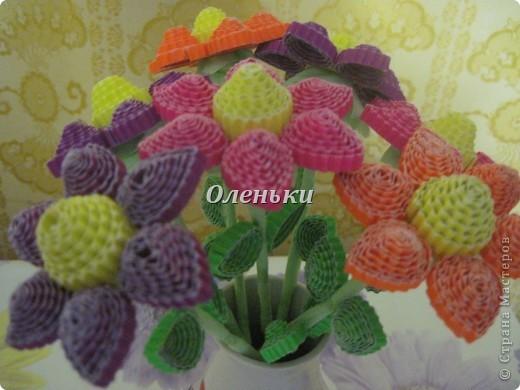 Из гофрокартона накрутили цветы фото 3