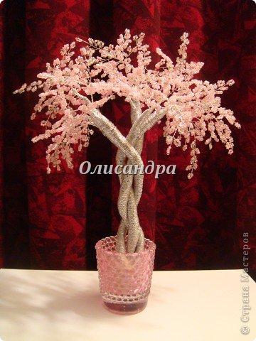 Рукодельницы, вашему вниманию предоставляется МК по плетению деревьев из бисера, в том числе, и серебристой сакуры...