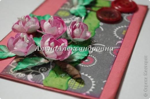 Сегодня придумалась мне такая открыточка.Цветы вишни и листочки самодельные.Для веточки использовала бумагу для пастели, тонировала чернильной подушечкой. фото 3
