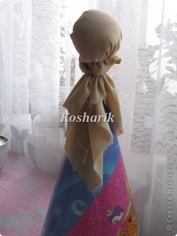 Сегодня мне не чем было заняться и я решила попробовать сделать куклу своими руками...Эта кукла в народной одежде очень легко делается, только бы набраться побольше терпения! Вот я и решила поделиться с вами  моим творчеством...Для начала возьмите побольше ткани на сарафан, головку, рукава, передничек, а ещё лучше всего запастись картоном для основы...Итак начинаем: фото 3