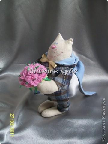 К нам уже пришла весна! И народился вот такой МУРчливый кавалер) Каждый день радует охапкой свежих роз! фото 5