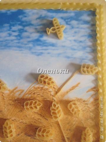 Оленька сделала пшеничное поле. Очень похоже на наш украинский флаг. фото 2