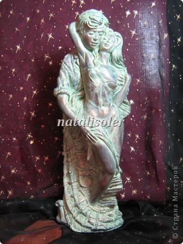 """Эта статуэтка """"Материнская нежность""""/фрагмент/ выполнена в технике имитации старой бронзы. Основа-гипсовая фигурка. Акриловые краски. Антигвинг. фото 3"""