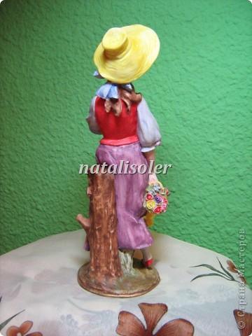 """Эта статуэтка """"Материнская нежность""""/фрагмент/ выполнена в технике имитации старой бронзы. Основа-гипсовая фигурка. Акриловые краски. Антигвинг. фото 14"""