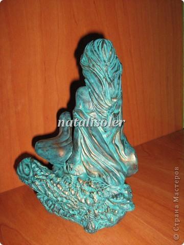 """Эта статуэтка """"Материнская нежность""""/фрагмент/ выполнена в технике имитации старой бронзы. Основа-гипсовая фигурка. Акриловые краски. Антигвинг. фото 9"""