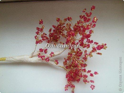"""Сначала я сделала """"Серебристую сакуру""""...   http://stranamasterov.ru/node/169456   , она получилась такой в силу обстоятельств...  Это """"Рубиновое дерево"""" я делала таким ,совершенно, сознательно... Во-первых,  подумала...,если есть серебряное , почему-бы не сделать золотое? Кроме того, у меня был стаканчик  ...рубинового цвета...., а он хорошо сочетается с золотом...  Я, все-таки, решила """"посадить"""" дерево ,именно, в него, хотя...низкие подставочки, также, как и многим, мне нравятся  больше... фото 21"""