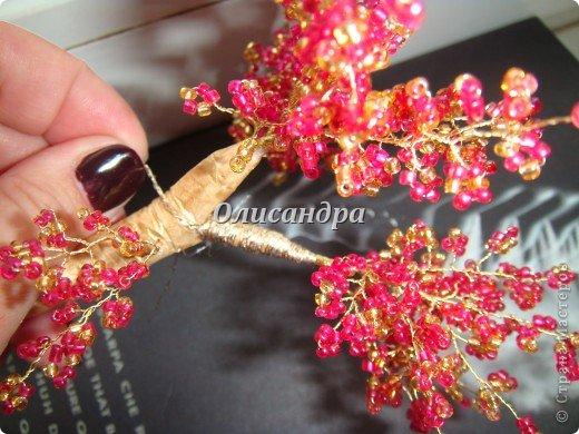 """Сначала я сделала """"Серебристую сакуру""""...   http://stranamasterov.ru/node/169456   , она получилась такой в силу обстоятельств...  Это """"Рубиновое дерево"""" я делала таким ,совершенно, сознательно... Во-первых,  подумала...,если есть серебряное , почему-бы не сделать золотое? Кроме того, у меня был стаканчик  ...рубинового цвета...., а он хорошо сочетается с золотом...  Я, все-таки, решила """"посадить"""" дерево ,именно, в него, хотя...низкие подставочки, также, как и многим, мне нравятся  больше... фото 31"""