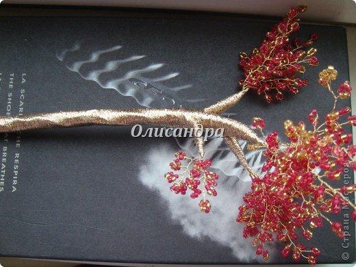 """Сначала я сделала """"Серебристую сакуру""""...   http://stranamasterov.ru/node/169456   , она получилась такой в силу обстоятельств...  Это """"Рубиновое дерево"""" я делала таким ,совершенно, сознательно... Во-первых,  подумала...,если есть серебряное , почему-бы не сделать золотое? Кроме того, у меня был стаканчик  ...рубинового цвета...., а он хорошо сочетается с золотом...  Я, все-таки, решила """"посадить"""" дерево ,именно, в него, хотя...низкие подставочки, также, как и многим, мне нравятся  больше... фото 35"""