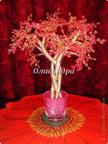 """Сначала я сделала """"Серебристую сакуру""""...   http://stranamasterov.ru/node/169456   , она получилась такой в силу обстоятельств...  Это """"Рубиновое дерево"""" я делала таким ,совершенно, сознательно... Во-первых,  подумала...,если есть серебряное , почему-бы не сделать золотое? Кроме того, у меня был стаканчик  ...рубинового цвета...., а он хорошо сочетается с золотом...  Я, все-таки, решила """"посадить"""" дерево ,именно, в него, хотя...низкие подставочки, также, как и многим, мне нравятся  больше... фото 1"""