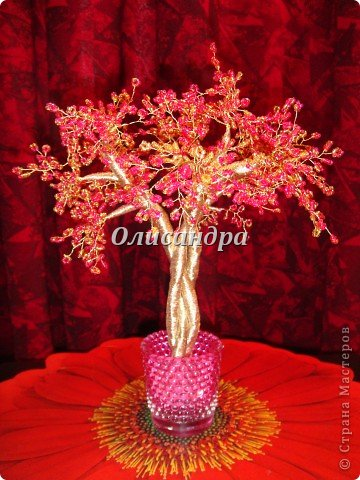 """Сначала я сделала """"Серебристую сакуру""""...   http://stranamasterov.ru/node/169456   , она получилась такой в силу обстоятельств...  Это """"Рубиновое дерево"""" я делала таким ,совершенно, сознательно... Во-первых,  подумала...,если есть серебряное , почему-бы не сделать золотое? Кроме того, у меня был стаканчик  ...рубинового цвета...., а он хорошо сочетается с золотом...  Я, все-таки, решила """"посадить"""" дерево ,именно, в него, хотя...низкие подставочки, также, как и многим, мне нравятся  больше... фото 38"""