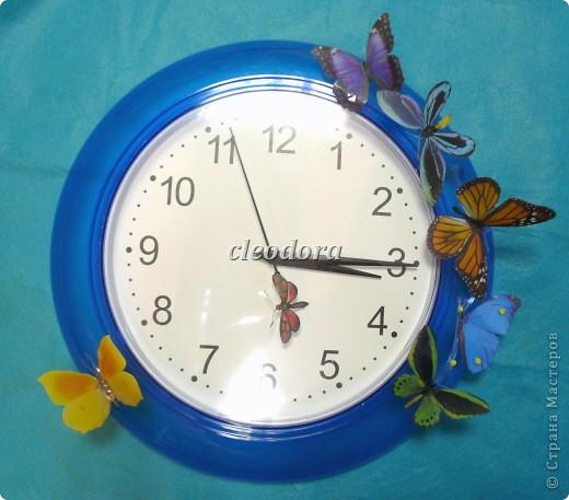 часы с бабочками, сделанными из печатной пленки Sospeso Trasparente
