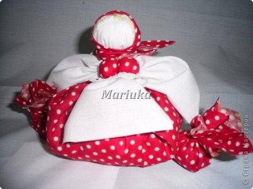 Это моя первая кукла-закрутка.Спасибо Галюше за подробный МК.Источник: http://stranamasterov.ru/node/83725 фото 1