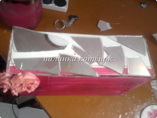нам нужно: коробочка( у меня от салфетницы), диск, ножницы,пластилин и бисер. фото 5