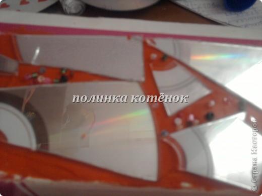 нам нужно: коробочка( у меня от салфетницы), диск, ножницы,пластилин и бисер. фото 9