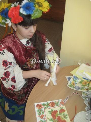 Куклы - мотанки из салфеток фото 4