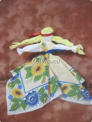 Куклы - мотанки из салфеток фото 9