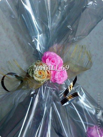 Похожий букет уже делала, только тут розы из гофрированной бумаги - гораздо более качественной.  Ну и результат, конечно же, другой :)  фото 5